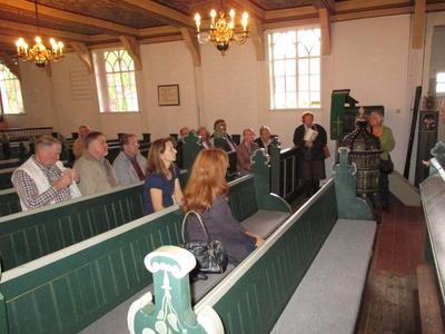 Besucher in Kirche